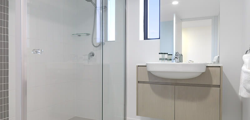 en suite bathroom with shower and clean towels in 2 bedroom accommodation in Mackay at Oaks Carlyle hotel