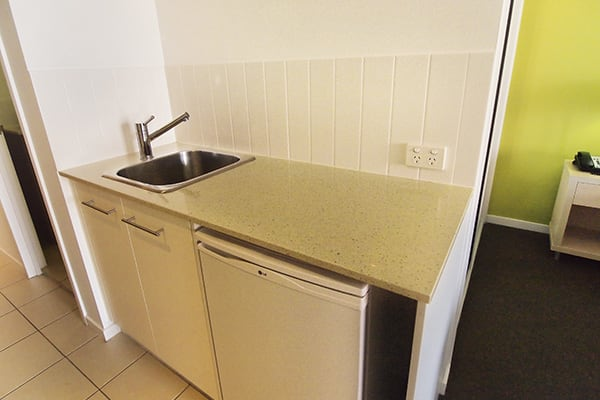 kitchenette with kettle in cheap air conditioned hotel room with Wi-Fi at Oaks Gateway Suites hotel in South Townsville