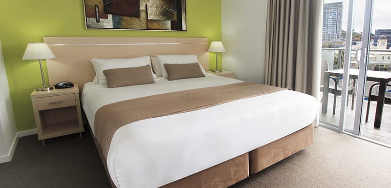 Best air conditioned hotels in Townsville one bedroom apartment with balcony and large wardrobe cupboards for storage at Gateway on Palmer hotel in South Townsville