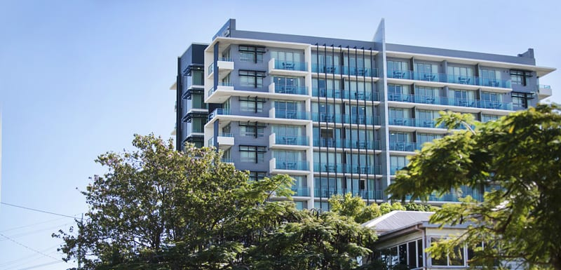 exterior view of Oaks Grand Gladstone apartments hotel in summer near Gladstone Entertainment Centre