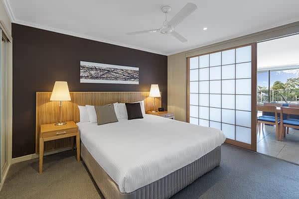 Oaks Resort Spa Hervey Bay 1 Bedroom Ocean View Bedroom