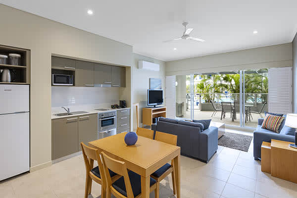 Oaks Resort and Spa Hervey Bay 1 Bedroom Pool View Dining
