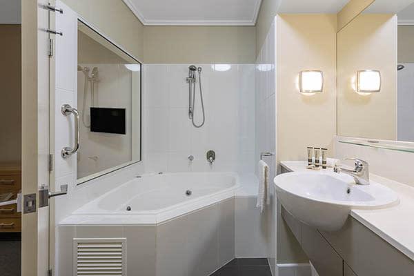 Oaks Resort Spa Hervey Bay 1 Bedroom Premier Ocean View Bathroom