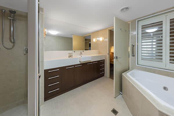 Oaks Resort Spa Hervey Bay 2 Bedroom Ocean View Bathroom