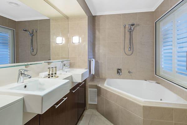 Oaks Resort Spa Hervey Bay 2 Bedroom Premier Ocean View Main Bathroom