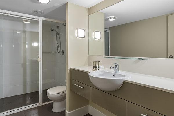 Oaks Resort Spa Hervey Bay 3 Bedroom Pool View Bathroom