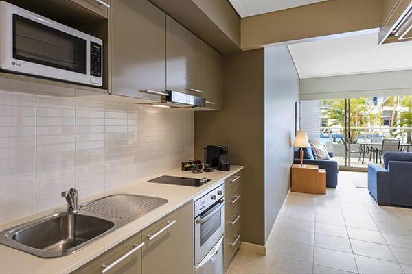 Oaks Resort Spa Hervey Bay 3 Bedroom Pool View Kitchen