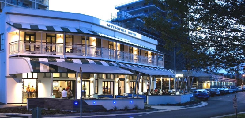 exterior view of Oaks Metropole Hotel restaurant with car parking on Palmer St in South Townsville