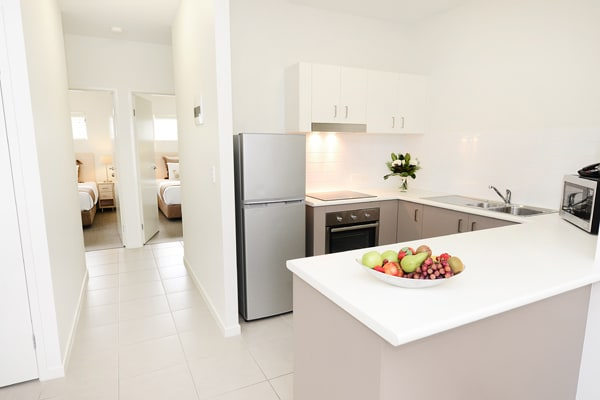 Affordable Middlemount accommodation 2 bedroom apartment with air conditioning and kitchen with fridge and microwave near Middlemount airport