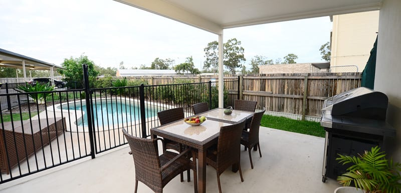 courtyard area with BBQ barbeque next to swimming pool at Oaks Middlemount hotel near airport