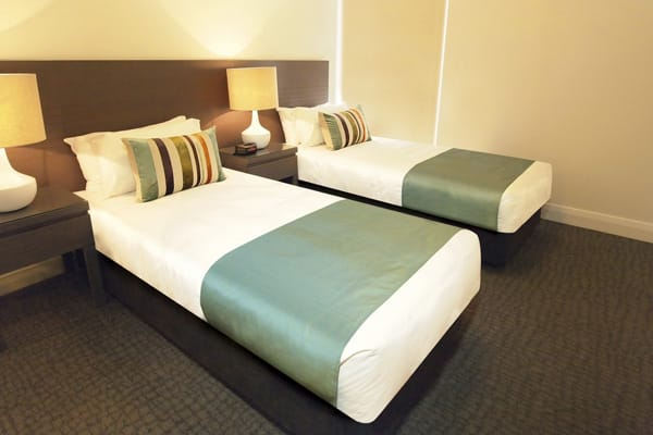 two single beds in air conditioned hotel room with Wi-Fi at Mon Komo Hotel in Redcliffe