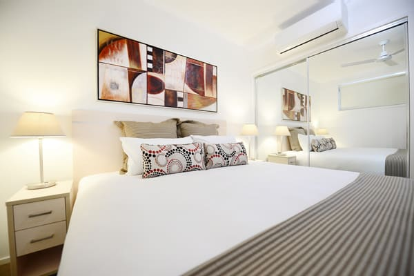 large bedroom with aircon and queen size bed and wi-fi at Oaks Moranbah hotel near airport