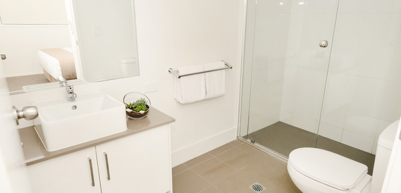 en suite bathroom in 2 bedroom apartment at Oaks Moranbah hotel accommodation