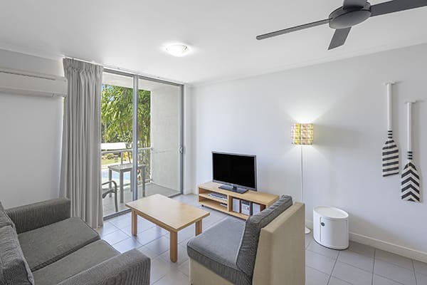 1 bedroom holiday apartment with tv and air conditioning