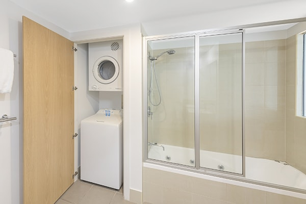 washing machine and dryer port douglas resort holiday apartment