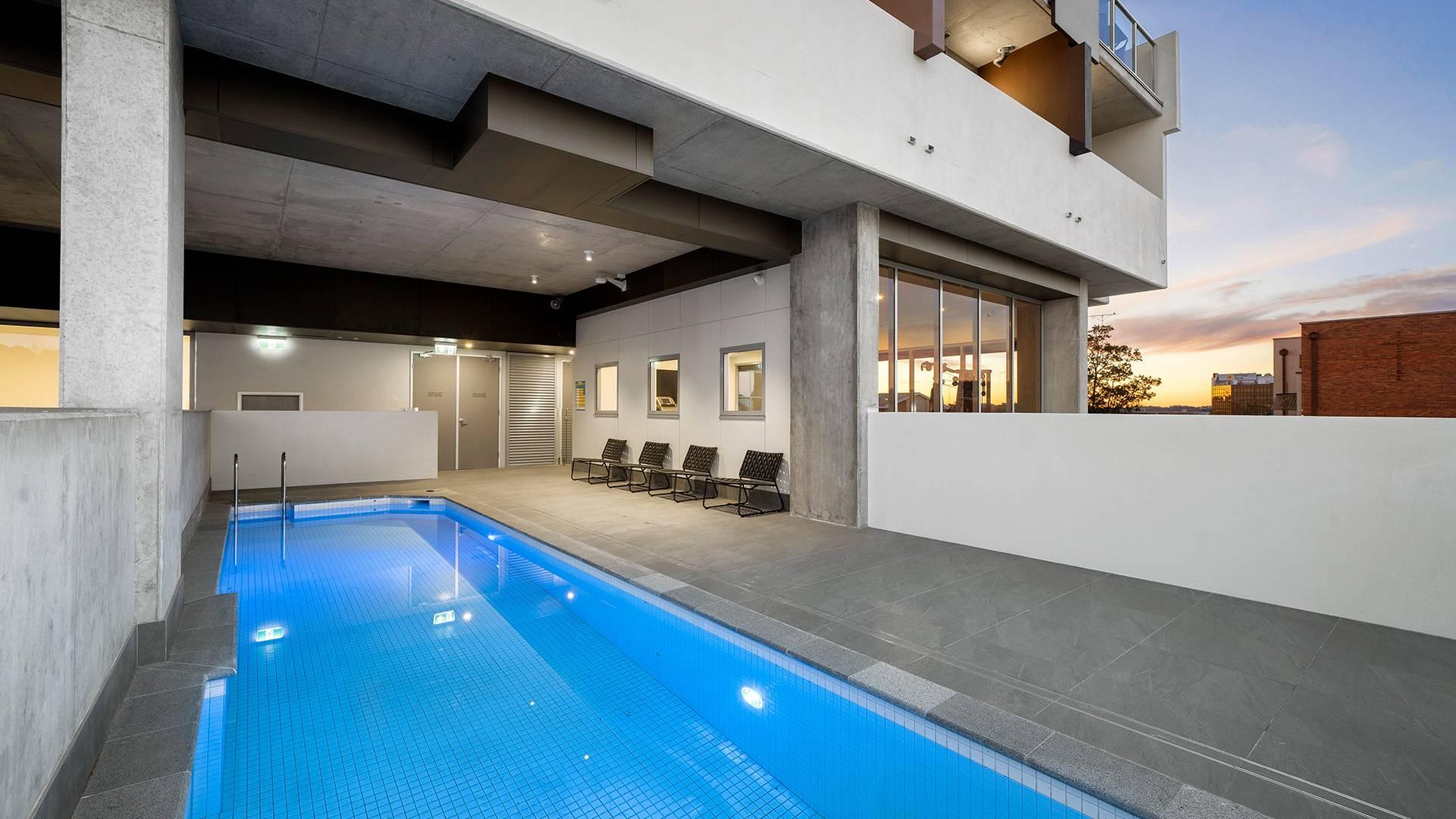 External Pool of Oaks Toowoomba Hotel