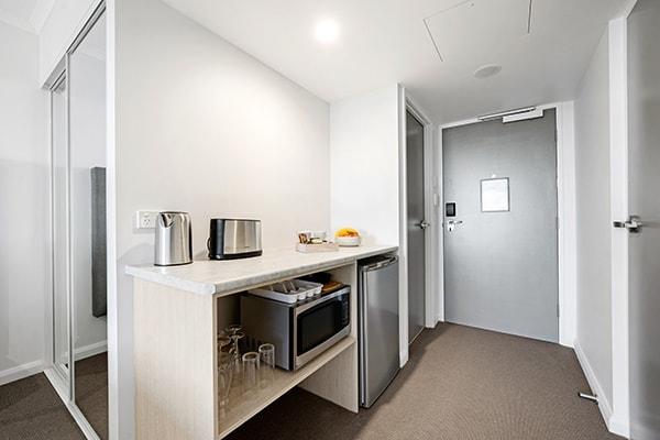 Oaks Toowoomba Hotel Hotel Room Kitchen