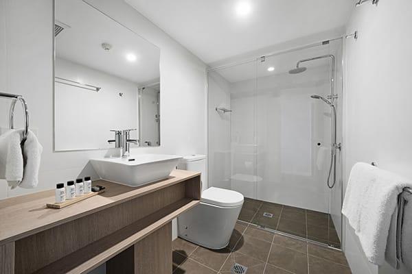 Oaks Toowoomba Hotel Two Bedroom Bathroom