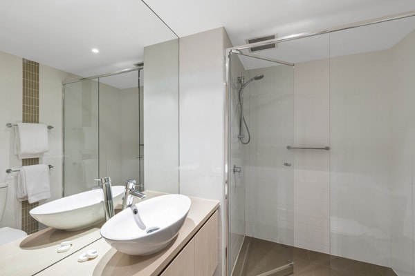 en suite bathroom of 2 bedroom apartment with disabled access shower, toilet and clean towels near Adelaide Oval