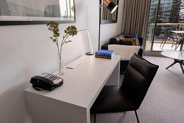 Oaks Glenelg Plaza Pier Suites 1 Bedroom Premier Park View Study