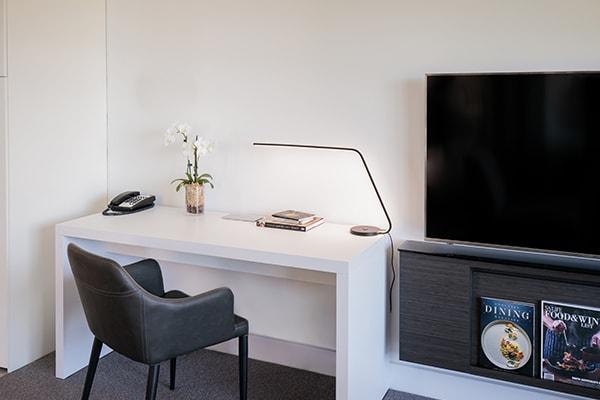 Oaks Glenelg Plaza Pier Suites 2 Bedroom Premier Park view Study