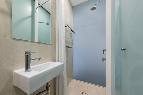 Oaks Melbourne on Collins Hotel Studio Executive High Bathroom