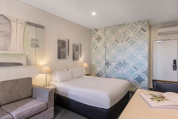 Oaks Melbourne on Collins Hotel Studio Executive High Living