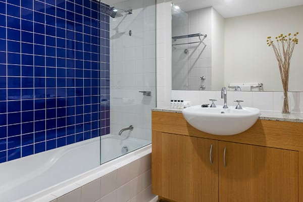 Oaks Melbourne on Market Hotel Studio Premium Bathroom
