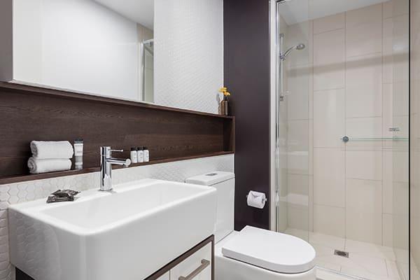 Oaks Melbourne Southbank Suites 1 Bedroom Bathroom