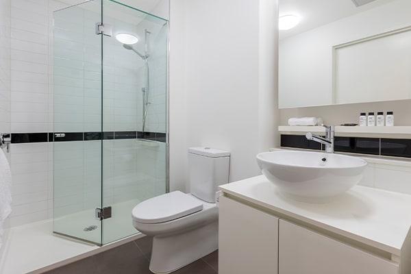 Oaks Melbourne on William Suites 1 Bedroom View Bathroom
