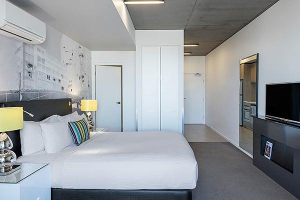 Oaks Melbourne on William Suites Studio Park Deluxe Bedroom