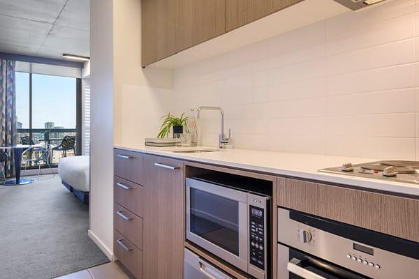 Oaks Melbourne on William Suites Studio Park Deluxe Kitchen