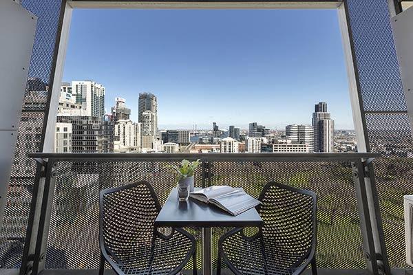 Oaks Melbourne on William Suites Studio Park Balcony