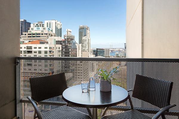 Oaks Melbourne on William Suites Studio View Balcony
