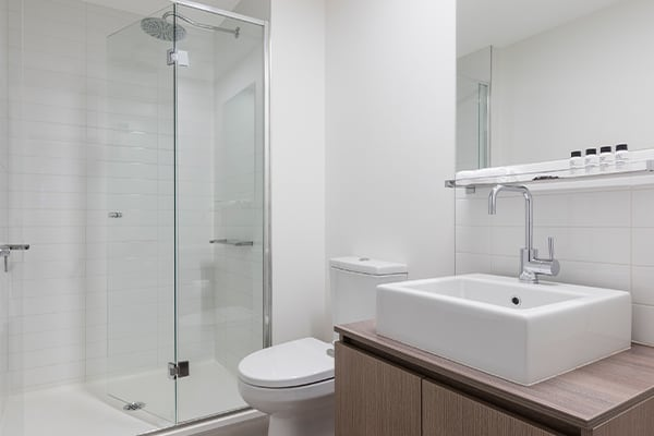 Oaks Melbourne on William Suites Studio View Bathroom