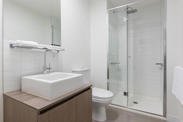 Oaks Melbourne on William Suites Studio Bathroom