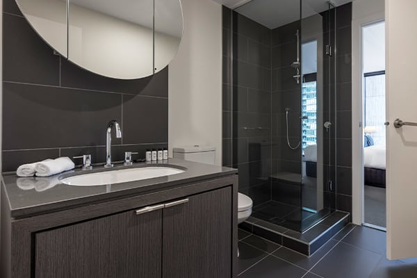 OAKS WRAP ON SOUTHBANK 1 Bedroom City View Bathroom