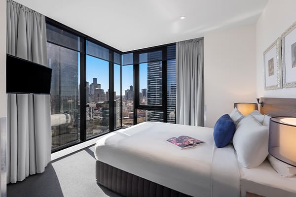 2 Bedroom City View Bedroom with city view and TV at OAKS WRAP ON SOUTHBANK