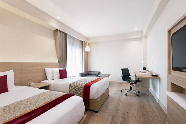 Oaks Bodhgaya India - Deluxe Room with Bathtub - Bedroom