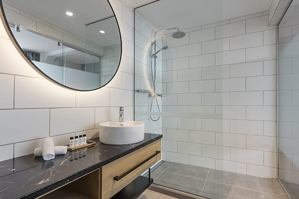 Oaks Wellington Hotel Executive Room City View Bathroom